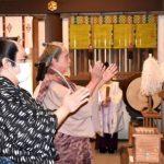 水戸黄門、新型コロナ終息祈願 市民ボランティア劇団が常磐神社で