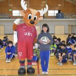 J1鹿島が選手サイン入りボール贈る ホーム5市の全小中学校に