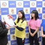 9000円を村に寄付 美浦・木原小6年生が商工会と連携し体験授業