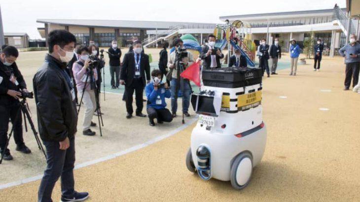 ロボットがイチゴ配送 筑西で自動運転実験開始 農家支援や感染症予防