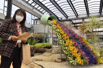 水戸市植物公園 温室に立体花壇 29日再オープン