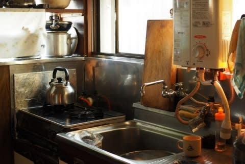 台所に侵入した見知らぬ男を制圧したら死なせてしまった…法的責任はどうなる?