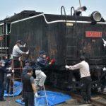 デゴイチをきれいに 炭水車のさび取り 水戸