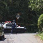 墓地に毛布にくるまれた遺体 ジョギング中の男性が通報