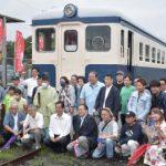 「キハ222」がご神体 「鉄道神社」誕生祝う レール製鳥居も