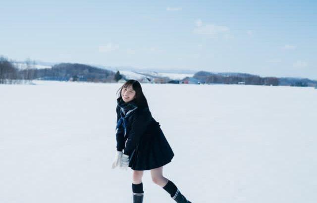現役高校生の菊地姫奈が「週刊少年マガジン」でキュートな健康美を披露