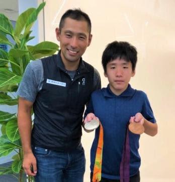 東京パラ 藤田選手(自転車)にエール 14歳関谷譲さん「メダル取って」 アイスホッケーのパラ強化選手
