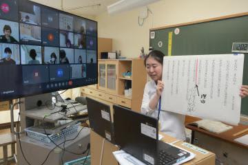 茨城・古河の一部小中学校、オンライン授業開始 ボード使い授業工夫