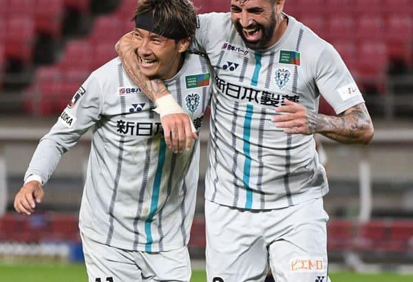 「歴史的大勝」福岡、アウェーで鹿島初撃破 勝ち点42、J1残留見えた