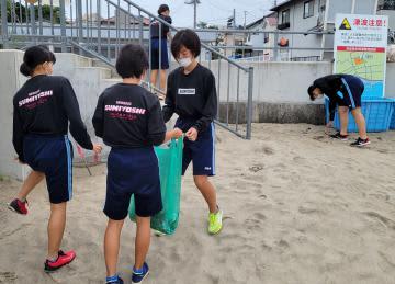 宮崎の中学陸上部員が毎朝海岸清掃 全国大会で茨城・ひたちなか滞在