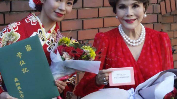口笛奏者の加藤万里奈が大学卒業を報告 居候先のデヴィ夫人に「感謝してもしきれない」